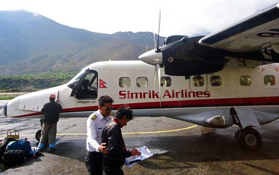 In Nepal flogen wir mit dieser winzigen Maschine der lokalen Airline Simrik.