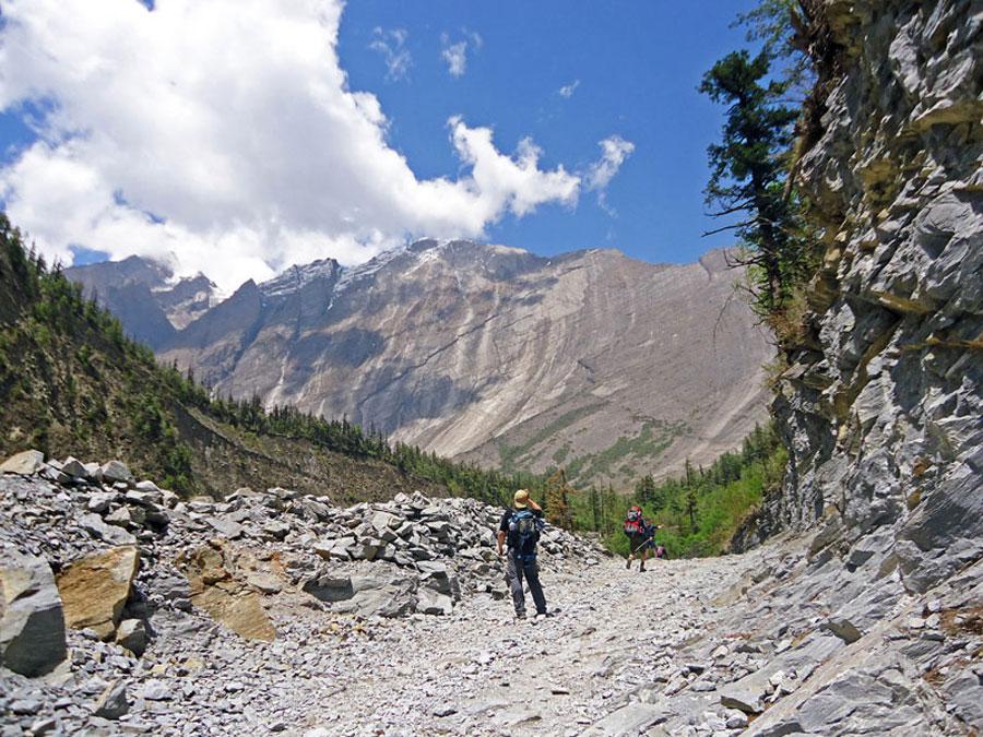 Annapurna Circuit: Landschaft auf dem Weg nach Pisang