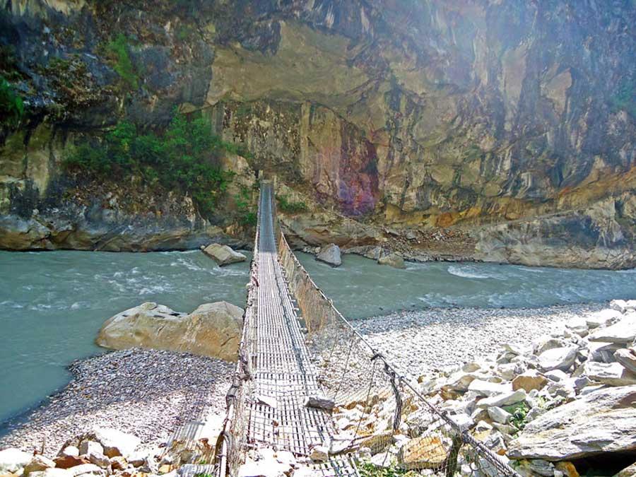 Annapurna Circuit: Die erste Hängebrücke während des Treks