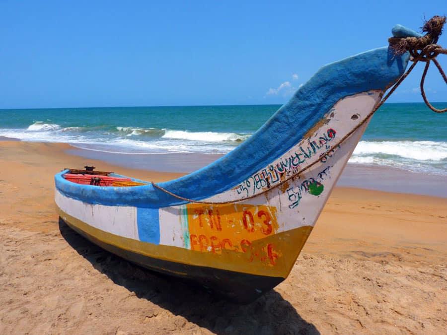 Ein Fischerboot am heißesten Ozean der Welt