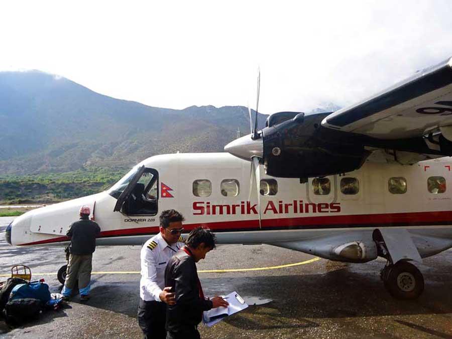 Annapurna Circuit: Wir fliegen mit der bisher kleinsten Maschine unseres Lebens!