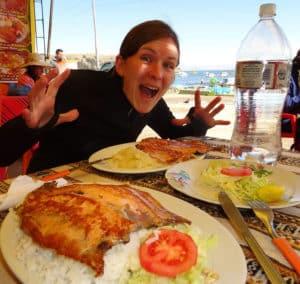Anne freut sich schon auf den leckeren Fisch