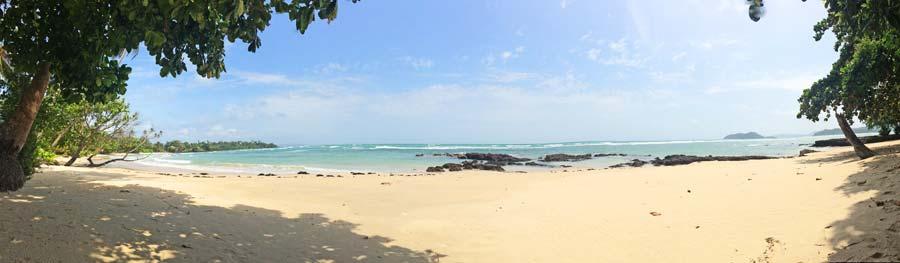 Endlose einsame Sandstraende auf Koh Mak