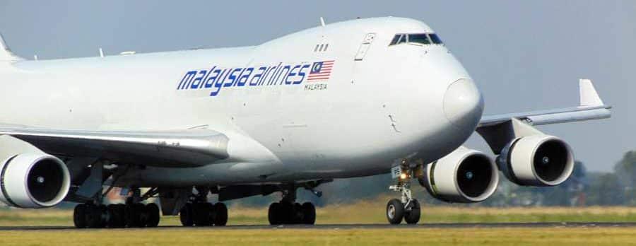 Ein Flugzeug der Malaysia Airlines landet in Kuala Lumpur