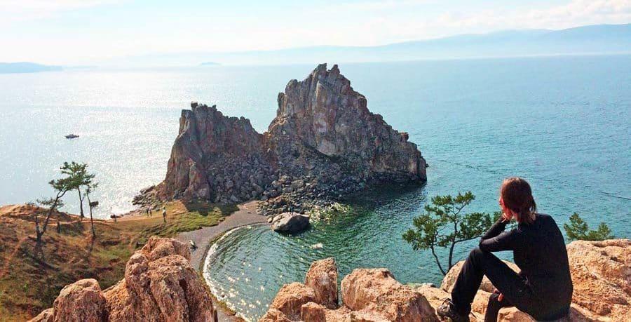 Traumhafte Aussicht auf den Baikalsee im Sommer