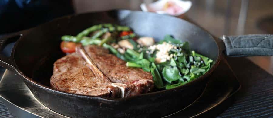 Berühmt ist das Essen in Argentinien wegen seiner saftigen Steaks