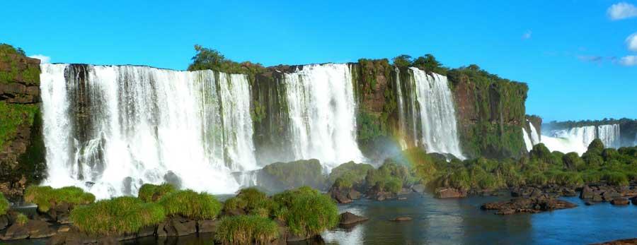 Die Iguazu Wasserfälle in Nordargenitinien an der Grenze zu Brasilien