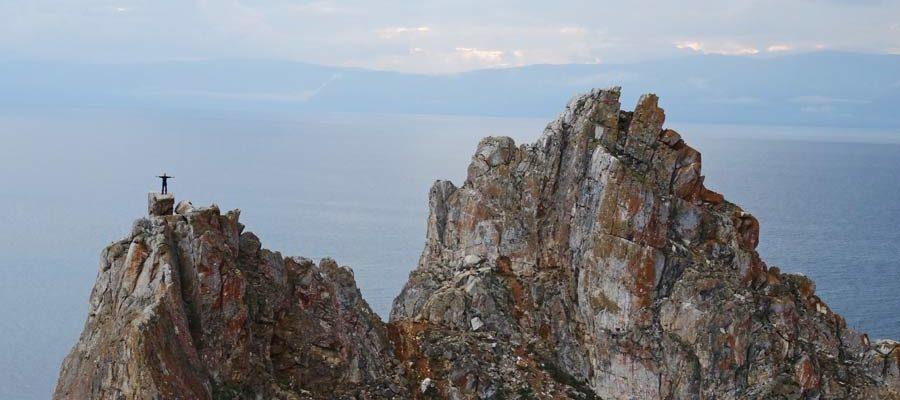 Sebastian auf dem Schamanenfelsen am Baikalsee, Russland