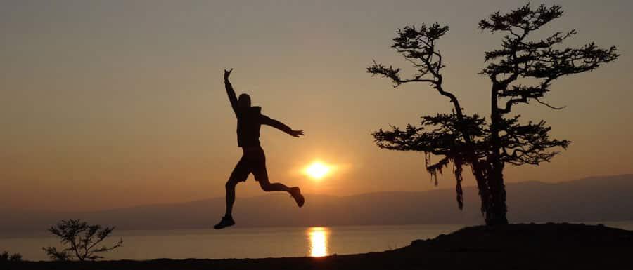 Sonnenuntergang über dem wunderschönen Baikalsee, Russland