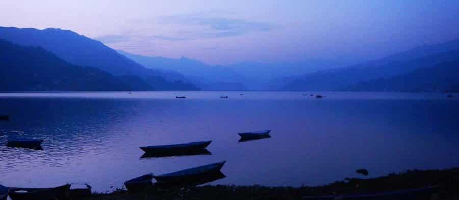 Der wunderschöne Pokhara-See in Nepal