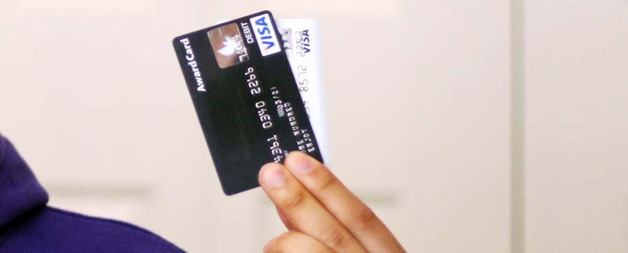 Reisekreditkarte: Die DKB Kreditkarte im Vergleich mit Visakarten - Bargeldabhebungen und Automatengebühren
