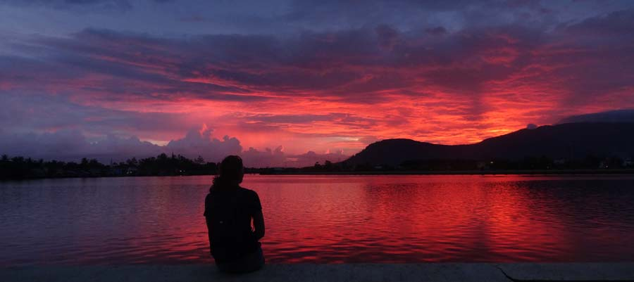 Ein schöner Tag geht zu Ende am Fluss von Kampot