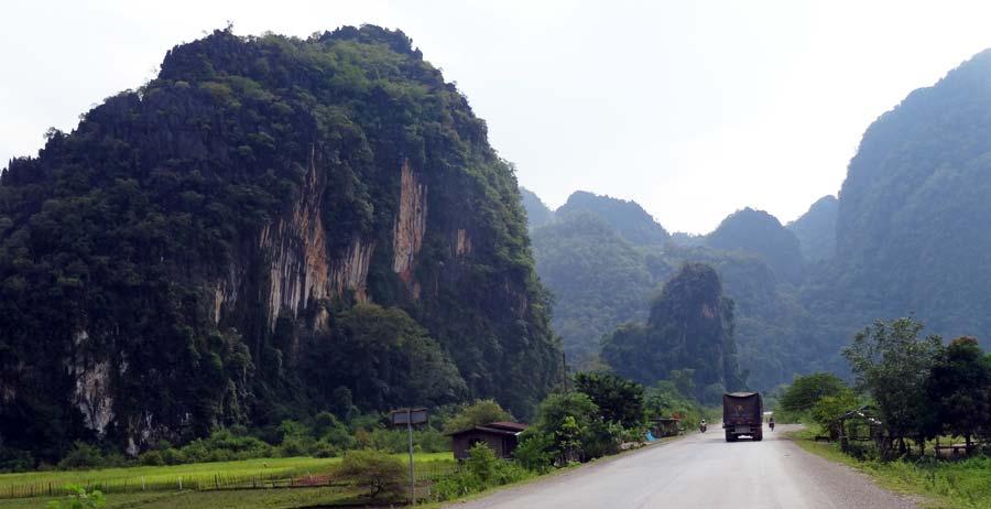 Thakhek Loop: Die Karstberge entlang der Strecke