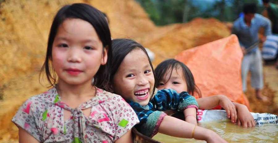 Lachende Kinder in Yen Minh, Vietnam