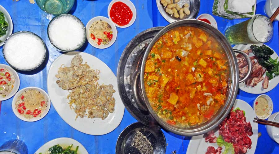 Hanoi Vietnam: Ein leckerer Hot Pot