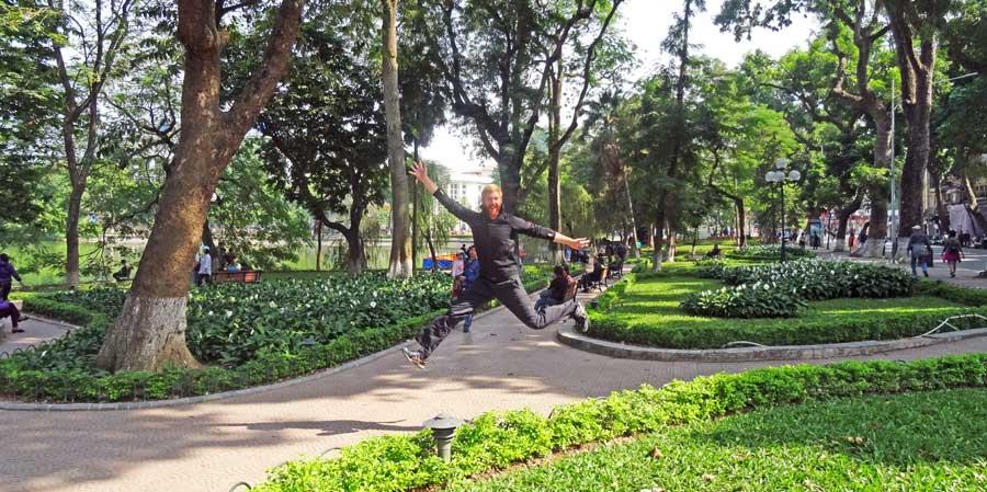 Hanoi Vietnam: Sprungbild im Park