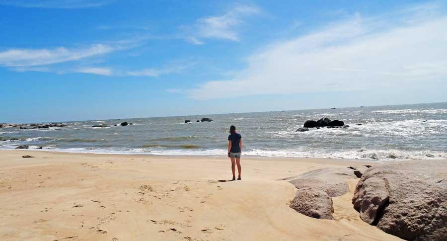 Motorrad durch Vietnam: Anne am Strand