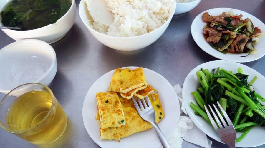 Motorrad durch Vietnam: Leckeres Essen