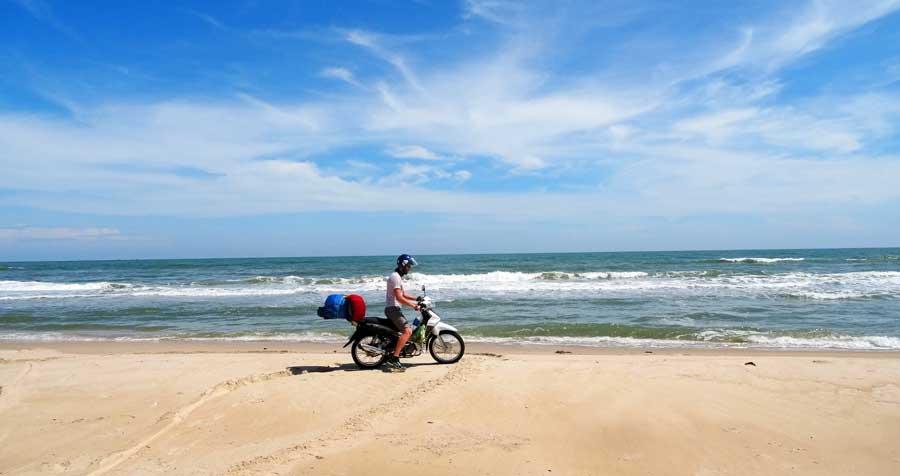 Motorrad durch Vietnam: Wunderschöner Strand