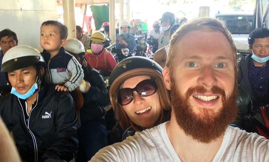 Motorrad durch Vietnam: Selfie auf der Fähre