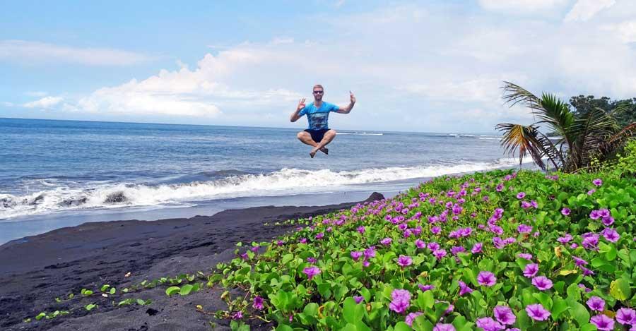 Bali Online Reiseführer: Sprungbild am Strand
