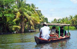 Indien Online Reiseführer: Mit der Boot durch die Backwaters bei Alleppey