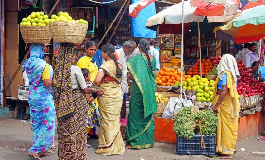 Indien Online Reiseführer: Frauen am Obstmarkt