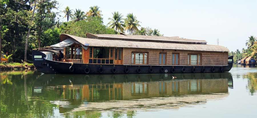 Kerala Backwaters: Ein typisches Hausboot