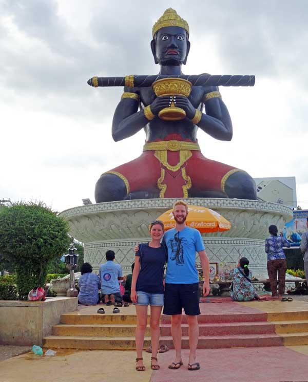 Battambang Kambodscha Sehenswürdigkeiten: Namensgeber Statue