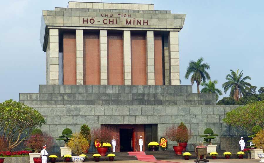 Hanoi Sehenswürdigkeiten: Ho Chi Minh Mausoleum