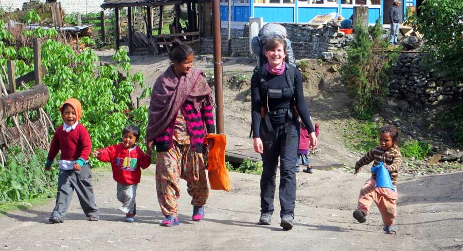Nepal Trekking: Anne auf Trekkingtour