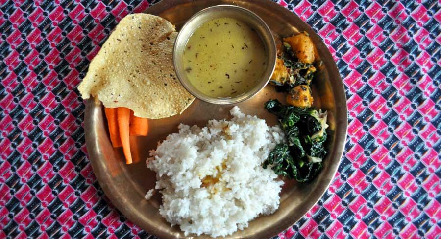 Nepalesisches Essen: Dal Bhat