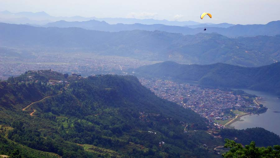 Pokhara: Paragliding über dem Phewa See - Machapuchare Berg