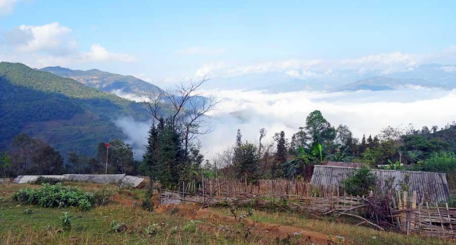 Yen Minh Vietnam: Vernebelte Landschaft
