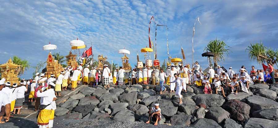 Packliste Bali: Zeremonien auf Indonesien