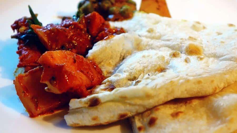 Indisches Essen: Naan und Chapati, Tandoori Gewürzen, Chutney und Ayuverda