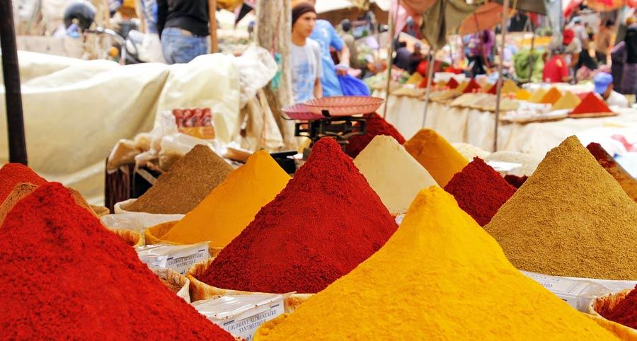 Indisches Essen: Scharfe Gewürze, Tandoori, Naan, Chutney und Dhal