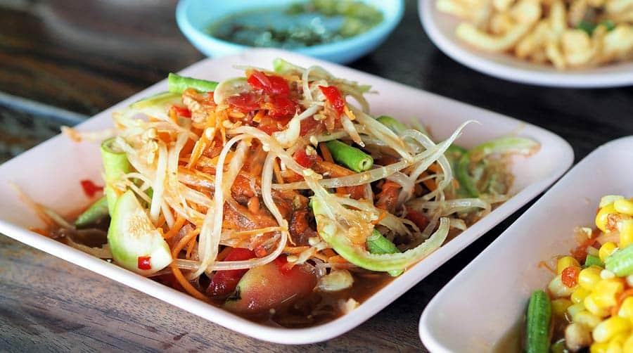Thailändisches Essen: Papaya Salat