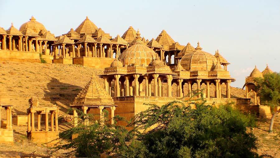 Indien Sehenswürdigkeiten: Jaisalmer - religiöse Tempel, architektonische Stätten, Tempel Sarnath Mandir
