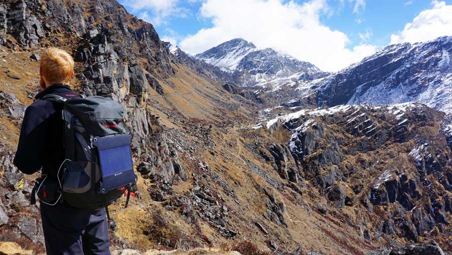 Wanderrucksack Test: Herren Mountaintop Tragesystem mit Regenhülle und Netztaschen