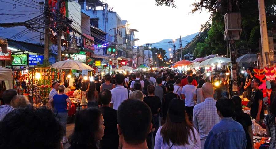Chiang Mai Sehenswürdigkeiten: Nachtmarkt - Routenguide Chiang Mai