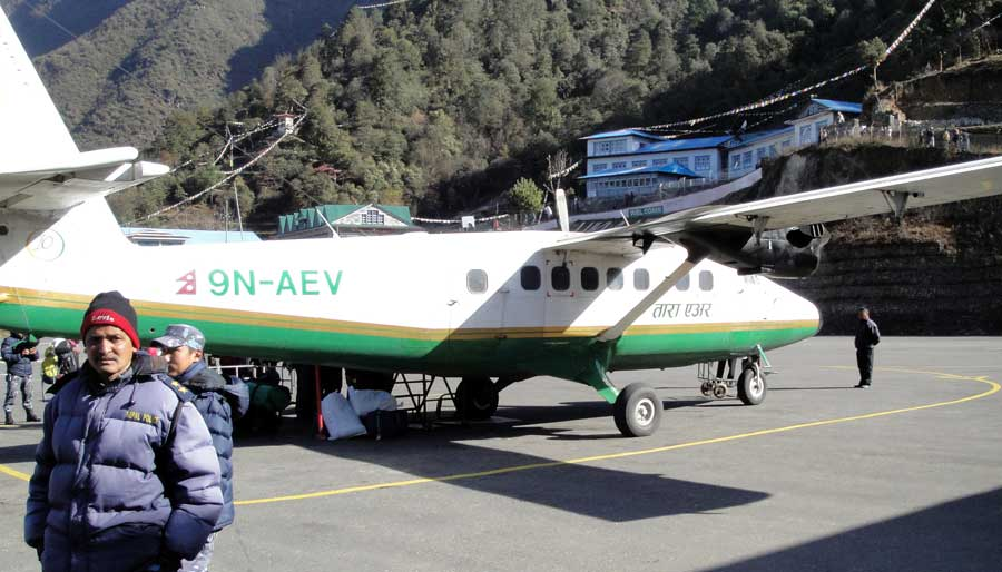 Everest Base Camp: Lukla Airport STOL Flughafen