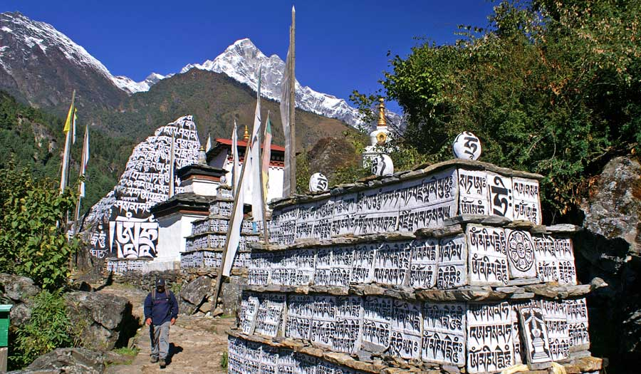 Everest Base Camp: Manimauer mit Mantra - Sherpa Trek