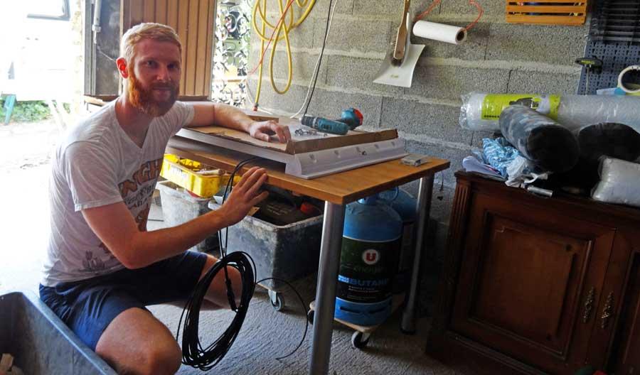 Solaranlage Wohnmobil: Aufbaubatterie und Halterung als Solarset