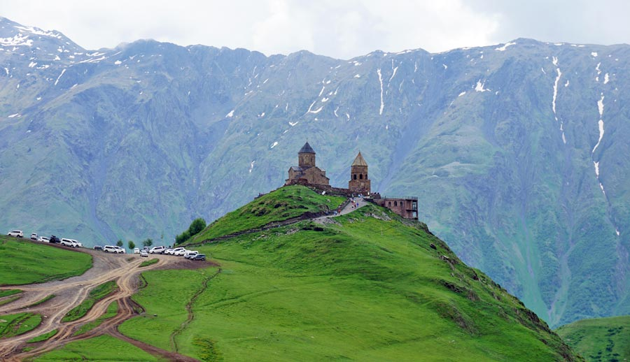 Georgien Sehenswuerdigkeiten: Stepanzminda Gergeti Kloster