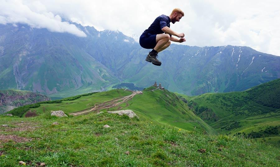 Georgien Reisen: Kazbegi - Trekking Sicherheitshinweise Aserbaidschan und Wanderreise Armenien