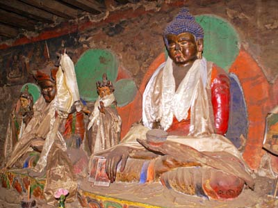Tamang: Kloster und Stupa