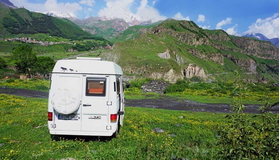 Kazbegi: Landschaft Kaukasus Berg Kasbek