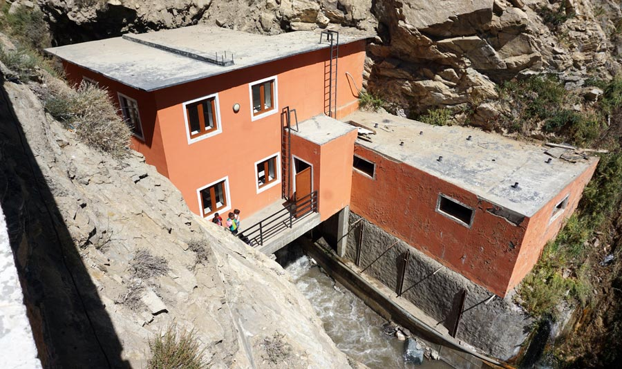 Pamir Highway: Bibi Fatima heiße Quelle