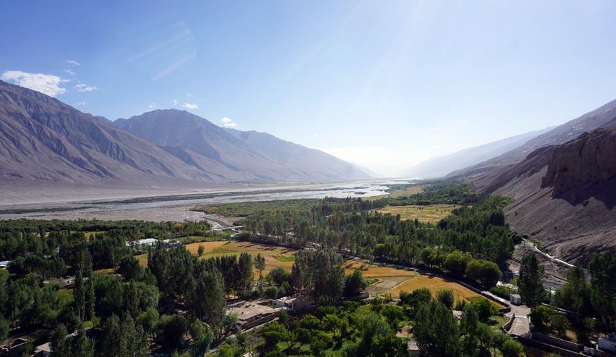 Pamir Highway: Yamchun Buddha Statue